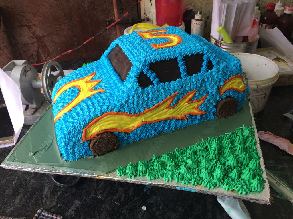 Astounding Racing Car Cakes Winni Celebrate Relations Funny Birthday Cards Online Elaedamsfinfo