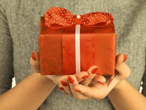 Send gifts to the favorite ladies in your life