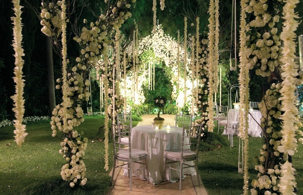 hanging flower aisle on wedding